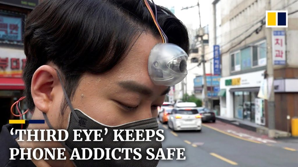 Inventor Builds a 'Third Eye' Camera To Keep Smartphone Addicts Safe