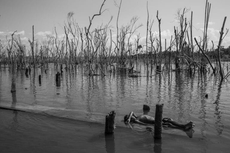 Lalo de Almeida Documents the Exploitation of the Amazon